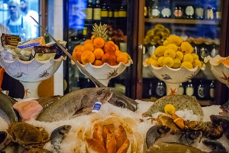 Fresh fish! Osteria La Tana Dei Pescatori. 14:40:43 DSC_6269