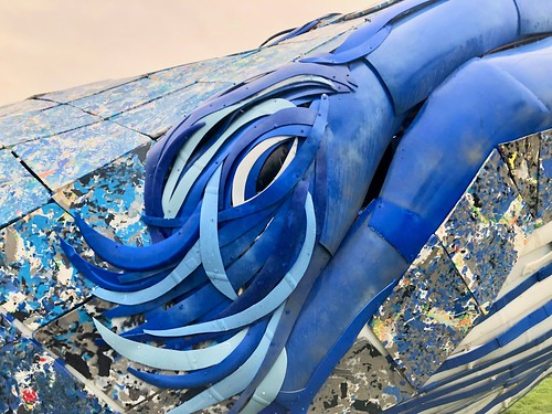Blue whale sculpture exposes plastic pollution | by fabola