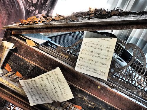#EmpireRone Piano Room | by Rantz