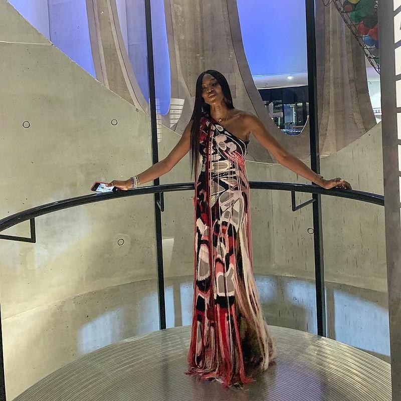 Наоми Кэмпбелл в платье Alexander McQueen