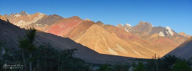 Zoodkhun, les rayons du soleil descende dans la vallée de Chapursan © Bernard Grua