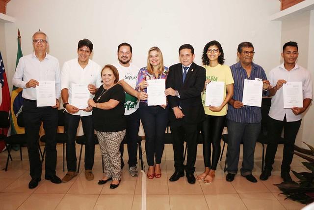 09.04.2019 Assinatura dos projetos para implantação de parques da juventude e reabertura das passarelas suspensas