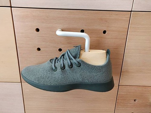 Allbirds like any other company doing retail activities should learn play a better game between the online and the offline. I'm just wondering why you don't have on your store the green pair (not the one on the picture) Id like to have which will force me | by Philjeudy