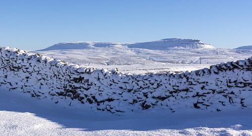 landscape yorkshire yorkshiredales longscar winter snow penyghent drystonewalls