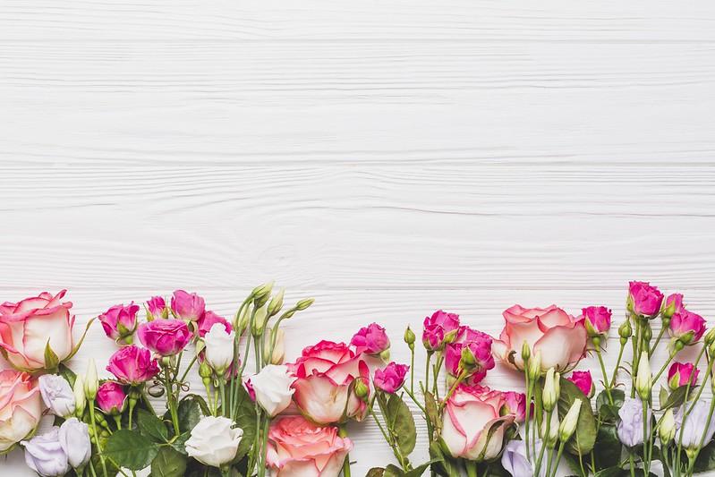 Обои Цветы, Фон, Розы, Эустома картинки на рабочий стол, раздел цветы - скачать