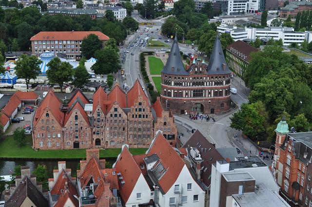 Greniers à sel et Holstentor, Altstadt, Lübeck, Schleswig-Holstein, Allemagne.