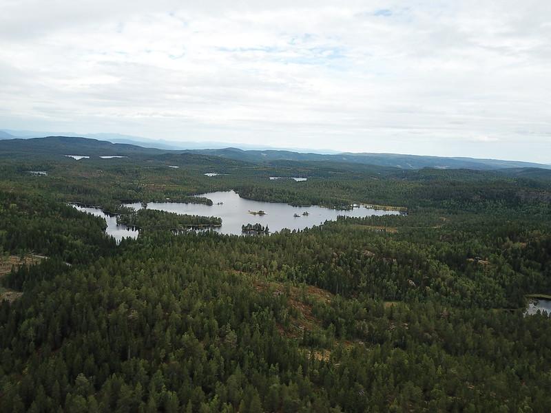 12-Utsikt mot Solbergvannet fra Lokkeråsen (drone)