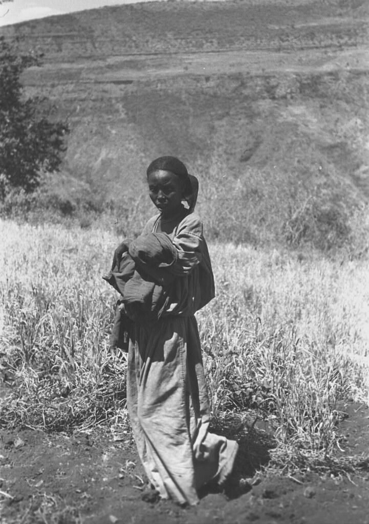 1932. Женщина в саванне. Эфиопия