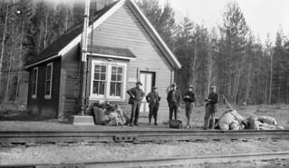 Canadian Pacific Railway station, Leanchoil, British Columbia / Gare du Chemin de fer Canadien Pacifique, Leanchoil (Colombie-Britannique)