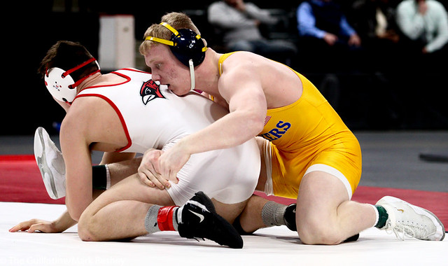 195AAA 1st Place Match - Calvin Sund (Prior Lake) 39-0 won by fall over Lincoln Shinn (Willmar) 34-2 (Fall 3:10) - 190302bmk0328