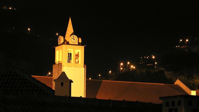 Porto da Cruz, Madeira, Kirchturm bei Nacht
