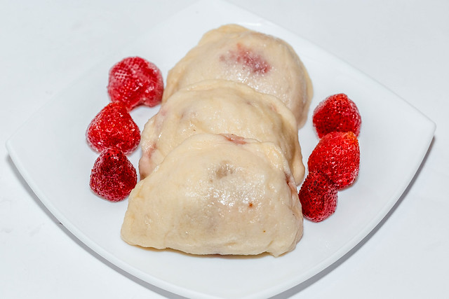 Steamed dumplings with fresh strawberries