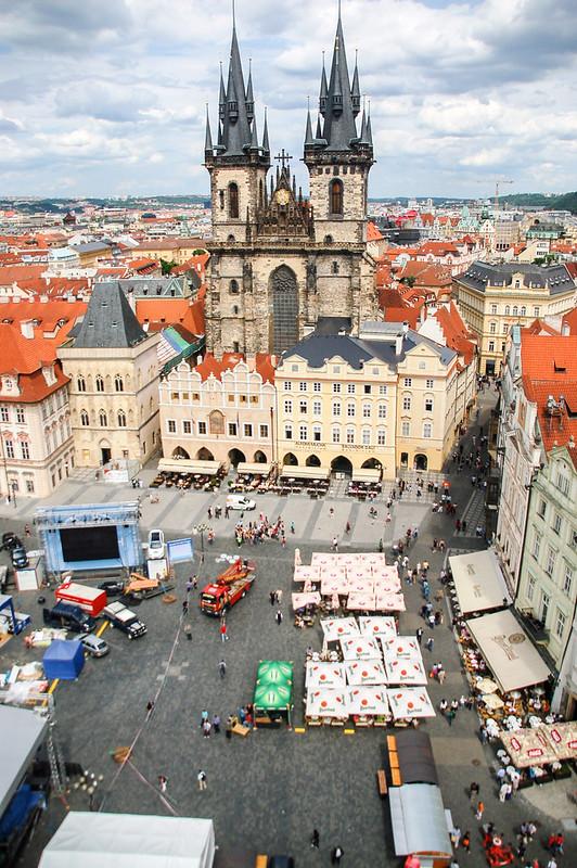 布拉格天文鐘鐘樓頂俯瞰老城廣場及泰恩教堂