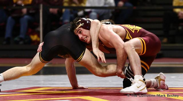 125 #2 Spencer Lee (Iowa) dec. #6 Sean Russell (Minnesota) 4-0. 190113AMK0148