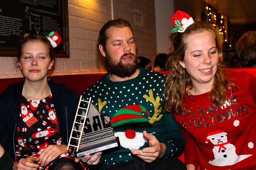 Foute Kersttruien Borrel