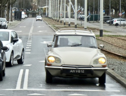 1971 CITROËN ID 21F Break While Driving | by ClassicsOnTheStreet