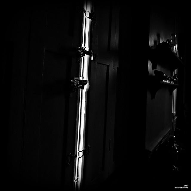Là où la lumière est la plus vive, l'ombre s'épaissit d'autan.