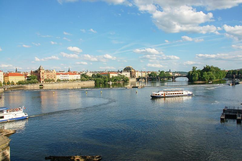 查理大橋俯瞰伏爾塔瓦河 8