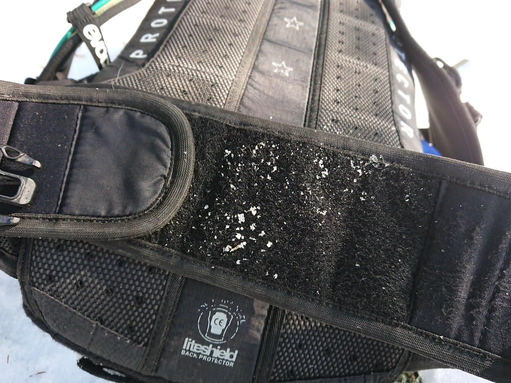 Worn out Velcro Evoc FR enduro 16L_1116
