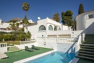 Small Villa with pool | by eskippyskip