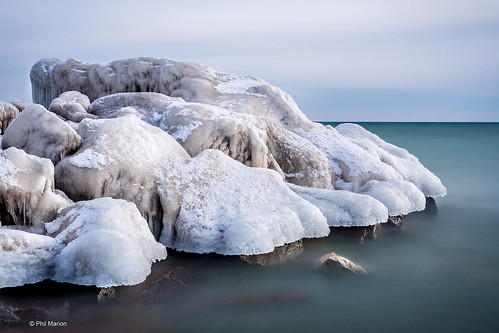 [30 second exposure] Lake Ontario and Ashbridges Glacier in Toronto