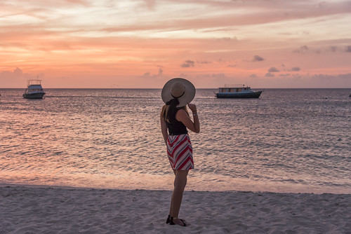 sunset sundusk clouds sky orange pink yellow sea water caribbean boat beach sand girl woman aruba island onehappyisland outdoor landscape nature