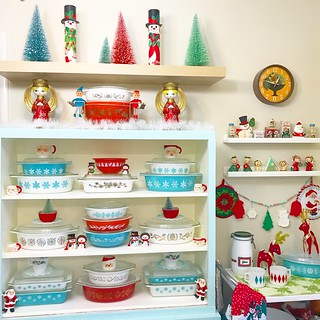 Christmas Pyrex Hutch 2018