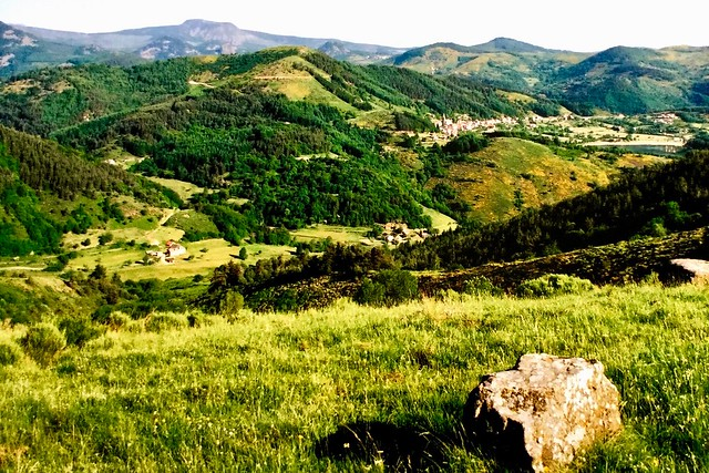 La belle montagne Ardéchoise et le village de saint Martial 900 md'altitude France ⛰🐂🐐