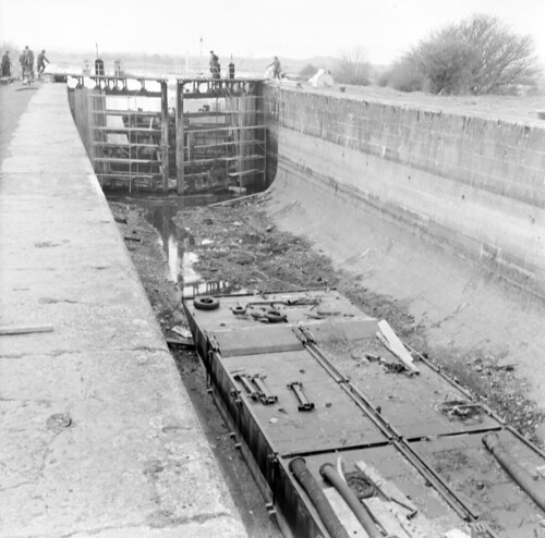 jamespo'dea o'deaphotographiccollection nationallibraryofireland victorialock empty meelick canal repair cooffaly offaly leinster probablecataloguecorrection possiblecataloguecorrection