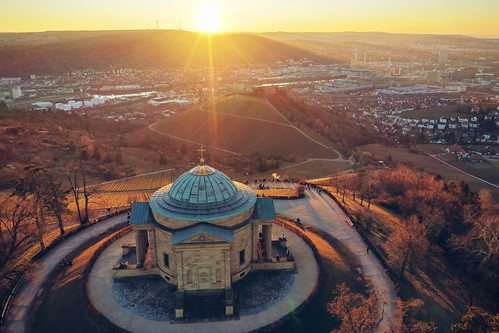 landscape view vineyards hill valley town city sunset sunshine sunlight dawn evening mood light colors details outdoors building architecture old historical sky travel visit explore discover grabkapelle stuttgart badenwürttemberg germany photography hobby drone aerial djimavic2pro wanderlust rooftops shadows