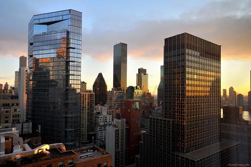 nyc newyork manhattan cityscape ciudad city color cielo skyscraper sky skyline rascacielos amanecer sunrise sunlight buildings arquitectura architecture nikon d850 24120f4gvr lights shadows windows ventanas