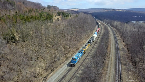 train trains tracks transportation norfolksouthern ns heritage unit conrail reading intermodal mountain pennsylvania central drone fly arial dji mavic pro gallitzen tunnel westslope westbound 8098 1067 es44ac sd70ace