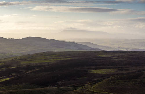 landscape yorkshire yorkshiredales hortoninribblesdale airevalley ribblevalley penyghent pendlehill mist moorland