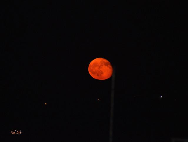 Lune rousse sans éclipse lol