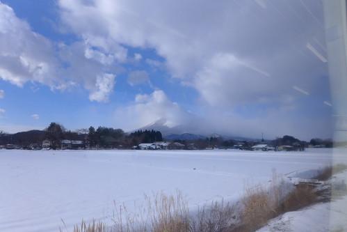 車窓から見る岩手山