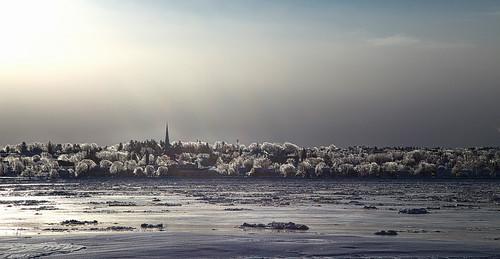 fleuve fleuvestlaurent québec verglas frozenrain clocher ice lumière light sunrise soleillevant 2019 nicolebarge landscape winterlandscape hiver winter