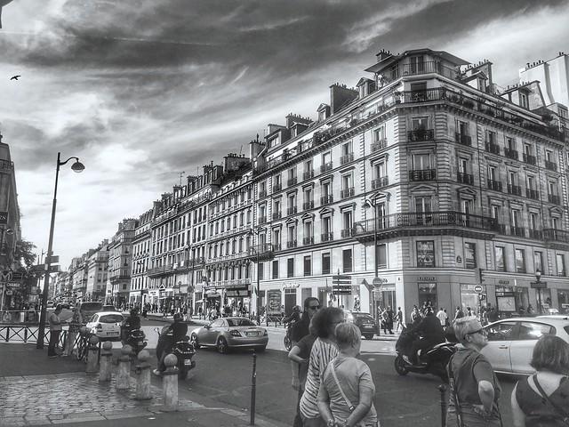 Busy life on Rue De Rivoli