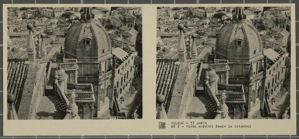 Vista desde la Torre de la Catedral, primer plano de la cúpula de la capilla mozárabe. Colección de fotografía estereoscópica Rellev © Ajuntament de Girona / Col·lecció Museu del Cinema - Tomàs Mallol