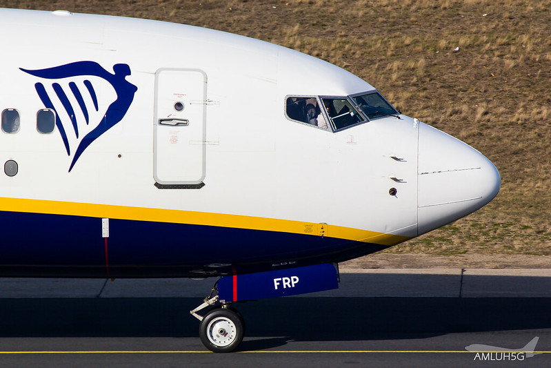 Ryanair - B738 - EI-FRP (1)