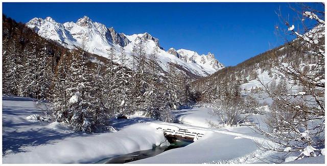 Suivre le pont de neige...