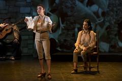 En la imagen se puede ver un momento de la obra de teatro 'Ele! Lauxeta-Lorca' en el Ermua Antzokia.  Fotografía cedida por el fotógrafo local Óscar Blanco Gutiérrez.