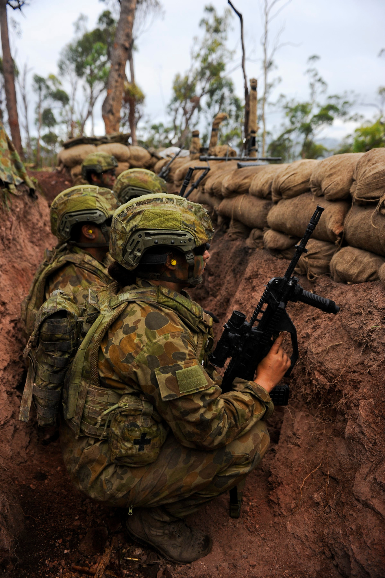 Australian soldiers in the trenches [1332 x 2000] : MilitaryPorn