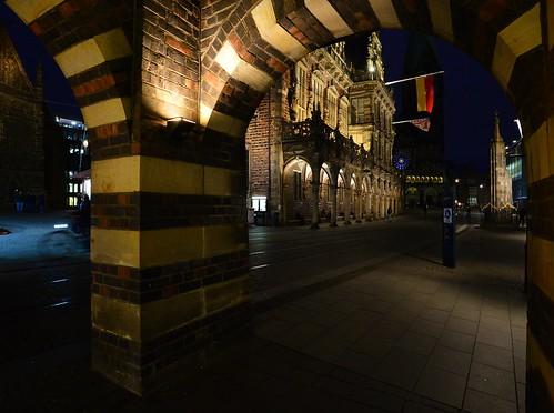 germany deutschland bremen obernstrase marktplatz rathaus city hall rathscafé deutscheshaus arches bögen night nacht nachtaufnahme noche nuit notte noite ©allrightsreserved