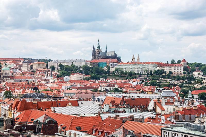 布拉格天文鐘鐘樓頂西眺布拉格城堡