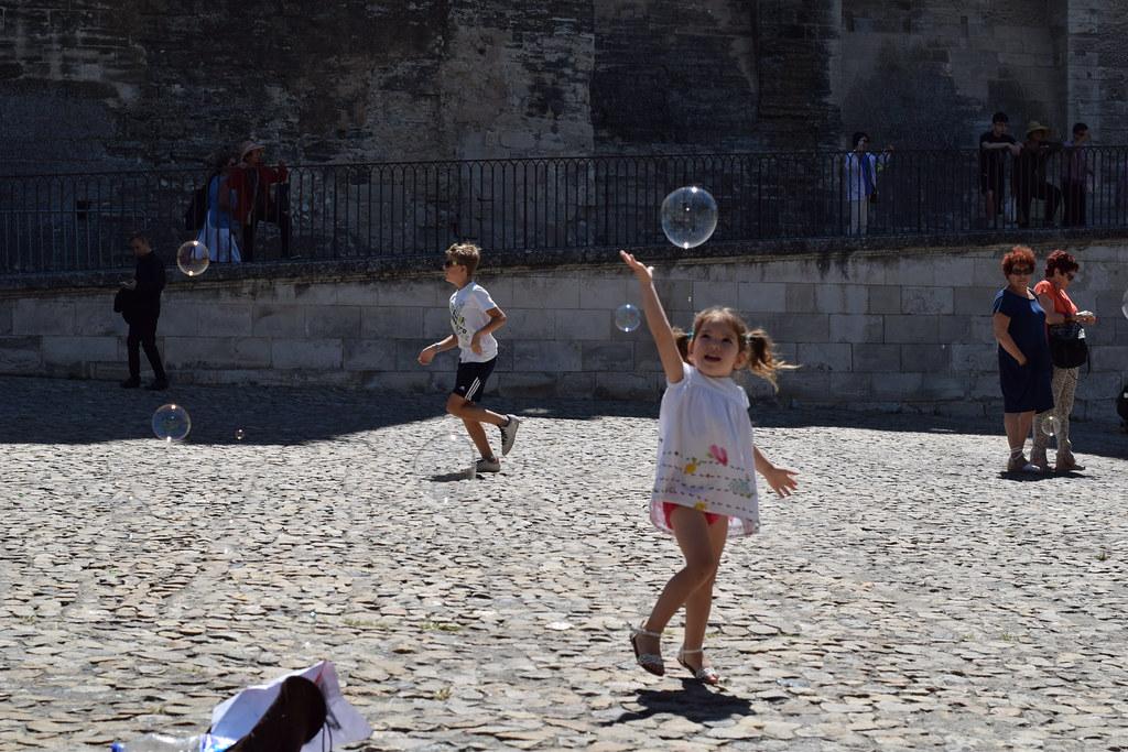 Pompas frente al Palacio Papal