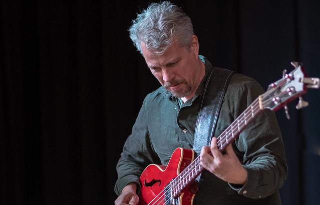 Kasper Vadsholt, elbass in jazztrio