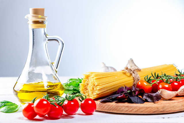 Raw spaghetti with herbs, tomatoes and olive oil