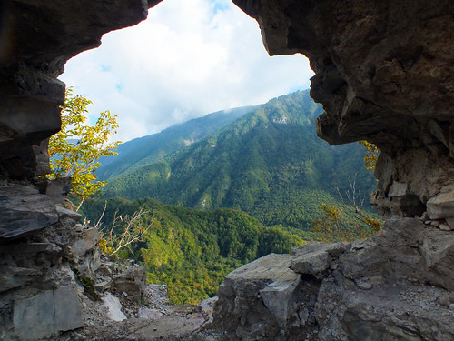 asia europe galarsangorarsan ruin fortress azerbaijan sheki town architecture dana iwachow dragoman silk road trip overland september 2018 shaki kiss kish village