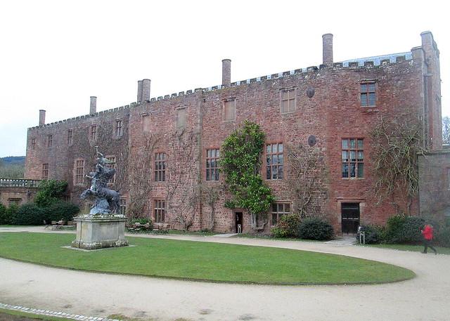Powis Castle, Courtyard