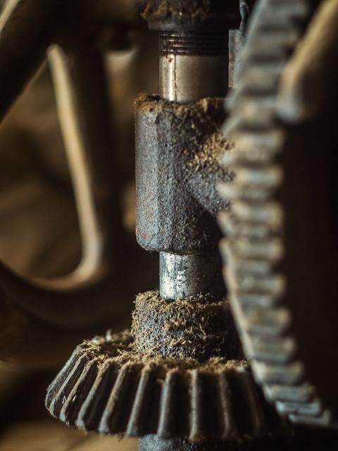 Manual drill press